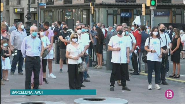 Barcelona+homenatja+les+v%C3%ADctimes+del+17-A