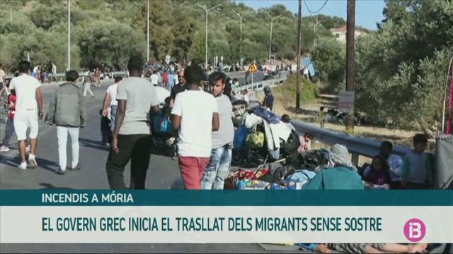 El+goven+grec+inicia+el+trasllat+dels+migrants+de+M%C3%B2ria