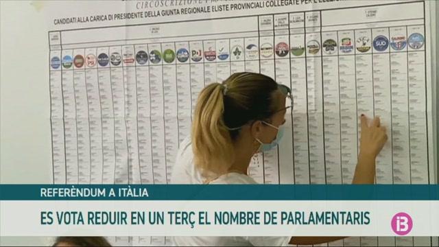 Els+italians+voten+si+volen+reduir+el+n%C3%BAmero+de+diputats