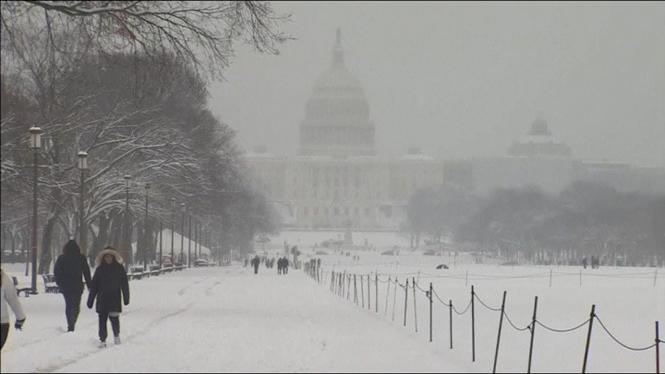 7+morts+i+milers+de+vols+cancel%C2%B7lats+per+una+tempesta+de+neu+als+Estats+Units