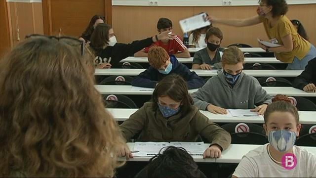 Centenars+de+joves+es+presenten+a+les+proves+de+talent+matem%C3%A0tic