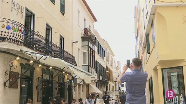 Cau+el+turisme+brit%C3%A0nic+a+Menorca%3A+de+100.000+visitants+l%27agost+de+l%27any+passat+a+4.000