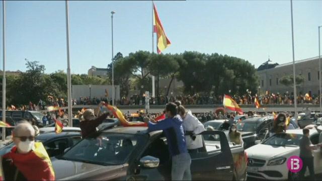 Centenars+de+vehicles+a+la+concentraci%C3%B3+organitzada+per+Vox+a+Madrid