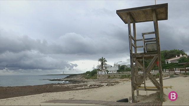 Les+platges+de+Menorca+nom%C3%A9s+tindran+tres+banderes+blaves+l%27any+que+ve%2C+9+menys+que+el+2009