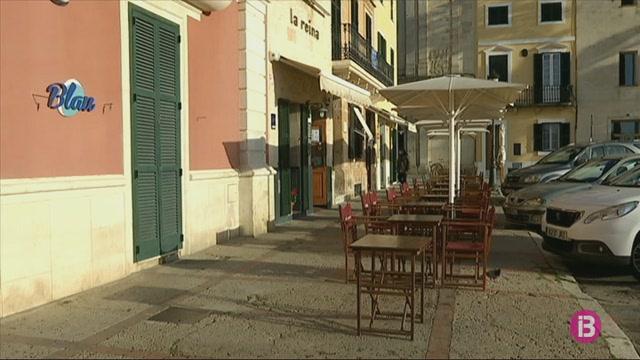 Els+bars+i+restaurants+de+la+Pla%C3%A7a+des+Born+de+Ciutadella+podran+posar+les+terrasses+al+passeig+central