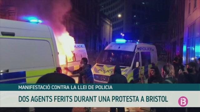 Dos+agents+ferits+durant+una+protesta+a+Bristol