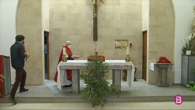 Santa+Eul%C3%A0ria+celebra+la+missa+del+diumenge+de+rams+amb+cabuda+redu%C3%AFda
