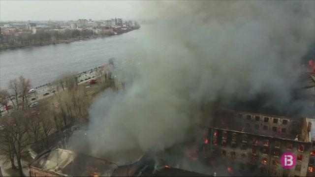 Mor+un+bomber+i+dos+en+resulten+ferits+en+un+incendi+a+Sant+Petersburg