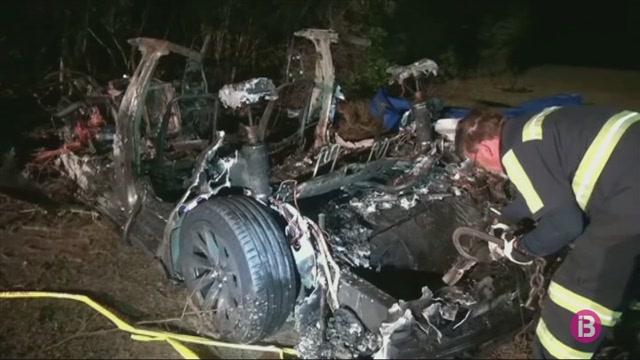 Dos+morts+en+un+accident+amb+un+Tesla+sense+conductor