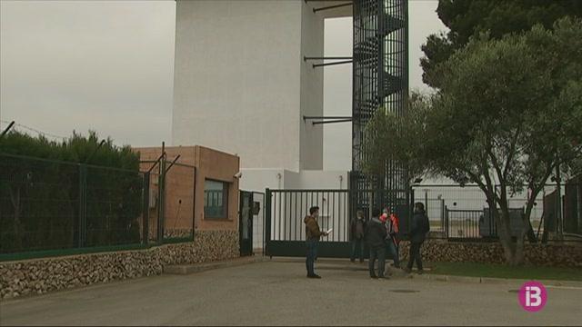 Aena+respon+als+treballadors+de+l%27Aeroport+de+Menorca%3A+%22L%27amiant+de+la+torre+de+control+no+suposa+cap+perill%22