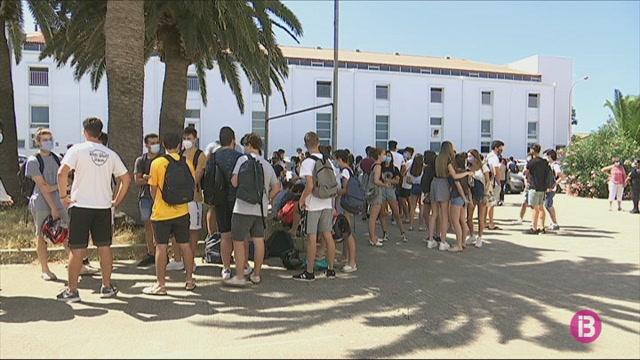 Professors+i+alumnes+del+Ponent+de+Menorca+es+mobilitzen+per+evitar+concentrar+la+selectivitat+a+Ma%C3%B3