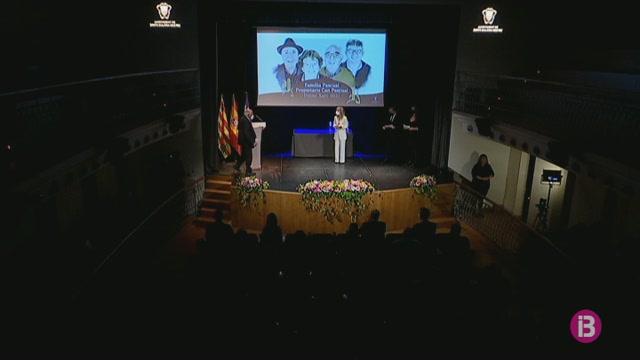Els+pescadors+de+Santa+Eul%C3%A0ria+reben+la+Medalla+d%27Or+al+Teatre+Espanya