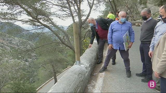 El+Consell+de+Mallorca+substitueix+la+barrera+met%C3%A0l%C2%B7lica+per+mixta+de+fusta+a+les+carreteres+de+la+Serra