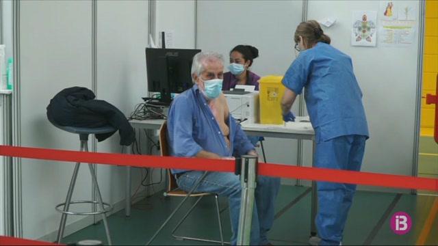 Llargues+coes+a+Germans+Escalas+per+rebre+la+vacuna+contra+la+covid