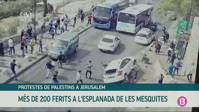 200+ferits+en+enfrontaments+entre+palestins+i+la+policia+israeliana+a+Jerusalem