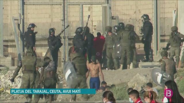 Les+autoritats+marroquines+tanquen+el+pas+fronterer+del+Tarajal