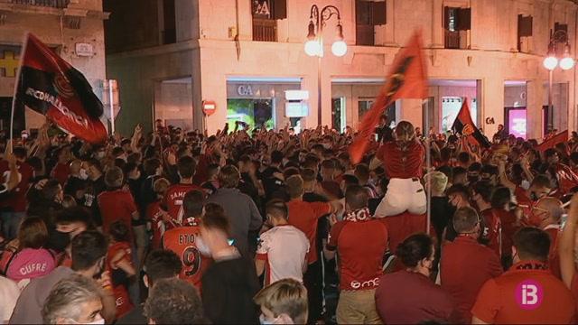 L%26apos%3Bafici%C3%B3+del+Mallorca+tenyeix+de+vermell+la+pla%C3%A7a+de+Tortugues
