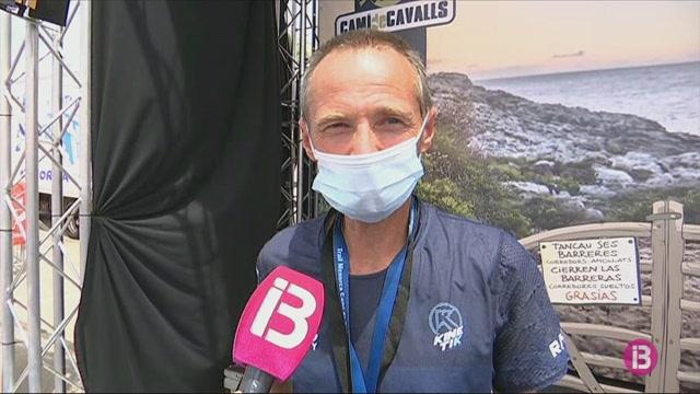 Antoine+Guillon+i+Claire+Bannwarth%2C+accent+franc%C3%A8s+guanyador+al+Trail+Menorca+Cam%C3%AD+de+Cavalls