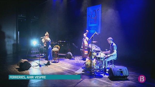 La+flautista+i+compositora+Maria+Toro+presenta+el+seu+%C3%BAltim+treball+a+l%27auditori+de+Ferreries