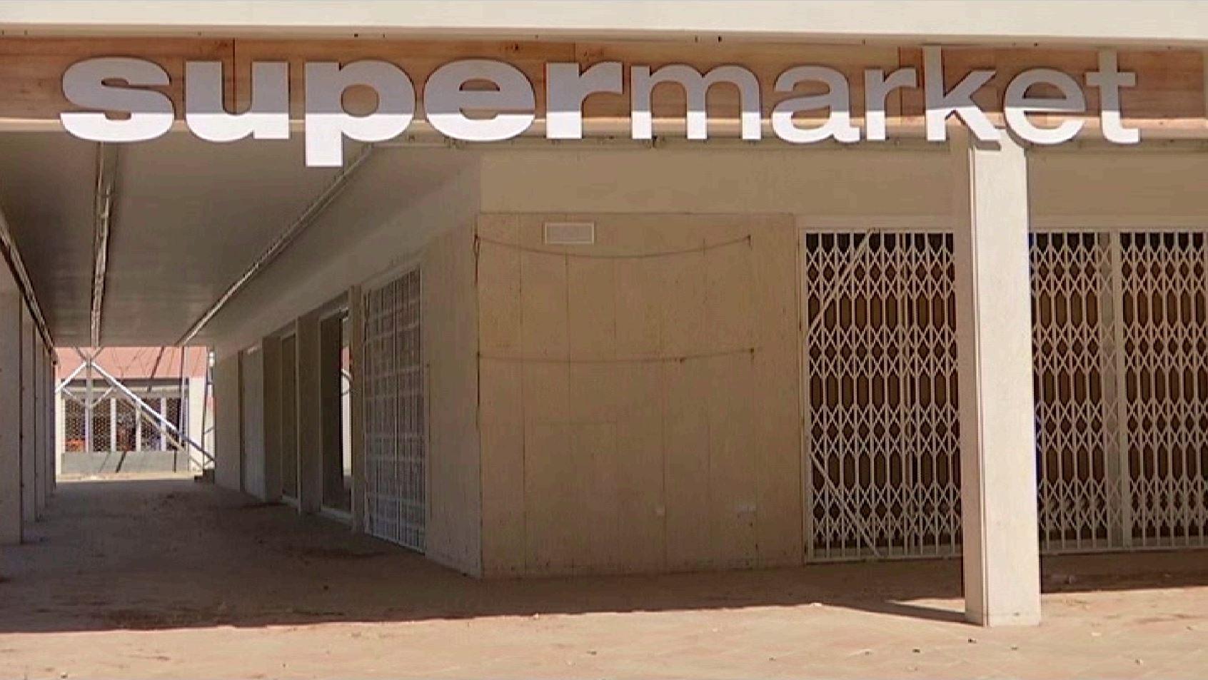 Platges+plenes+i+negocis+tancats+a+Platja+de+Muro