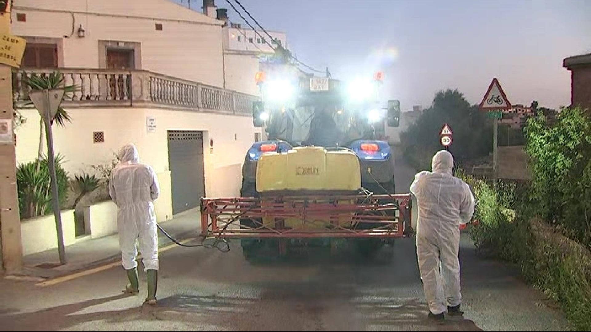 Pagesos+de+Sant+Jordi+desinfecten+els+carrers+del+poble