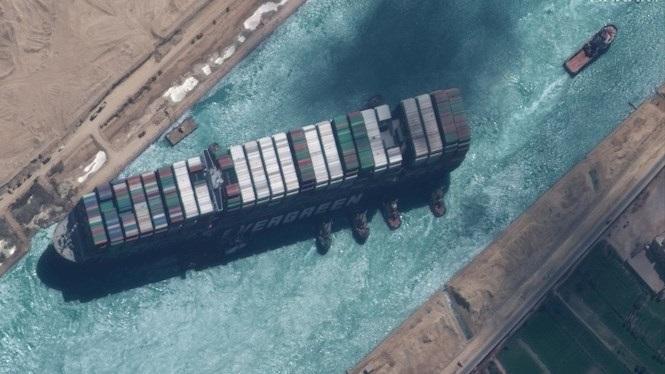 L%27%27Ever+Given%27+surt+del+canal+de+Suez+i+ara+queda+descongestionar-ne+el+tr%C3%A0nsit+de+437+vaixells+que+esperen