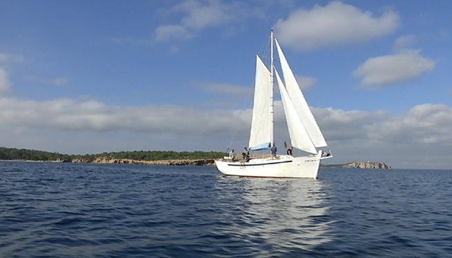 La+navegaci%C3%B3+tranquil%C2%B7la+del+veler+Lluna+Plena