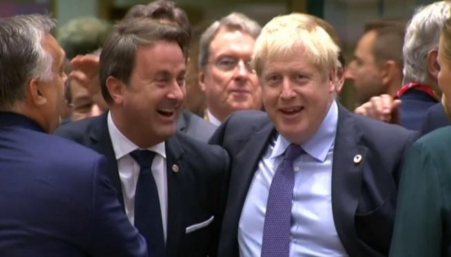 Brussel%C2%B7les+i+Londres+arriben+a+un+acord+pel+Brexit
