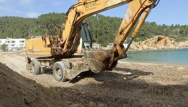 Costes+comen%C3%A7a+a+reparar+els+danys+de+la+%26%238216%3BGl%C3%B2ria%27+a+Eivissa