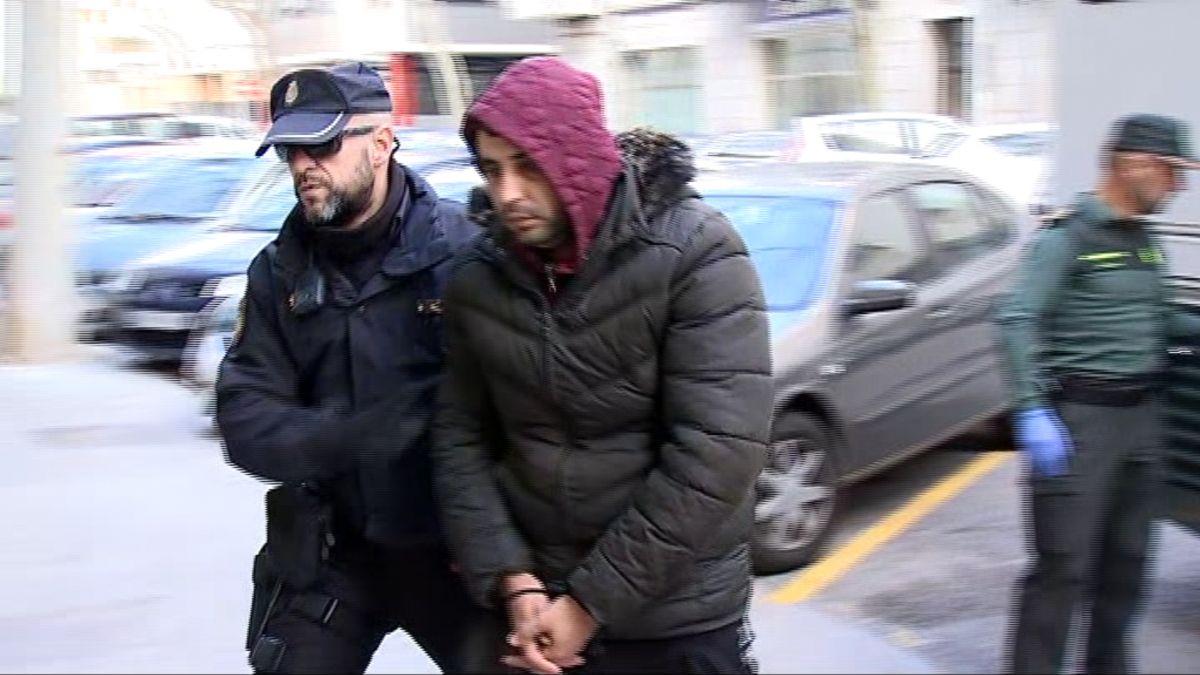 11+persones+detingudes+per+viatjar+en+pastera+a+Eivissa%2C+14+a+Cabrera
