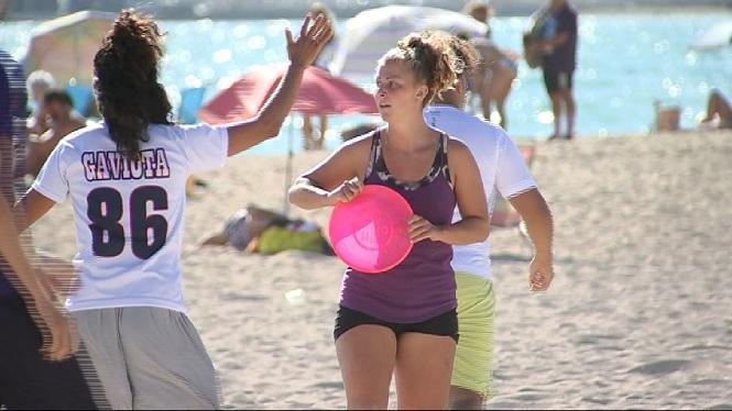 L%27Ultimate+Frisbee+vol+fer-se+un+lloc+a+les+platges+de+les+Illes
