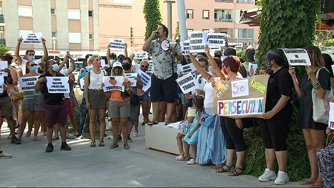 Centenars+de+persones+es+manifesten+contra+el+tancament+de+locals+a+Magaluf