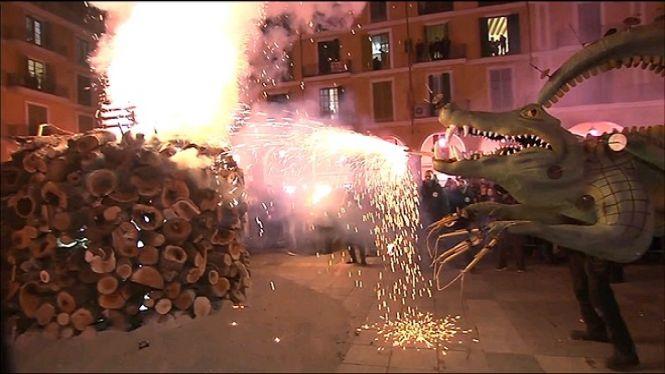 Els+foguerons+de+Sant+Sebasti%C3%A0+ja+cremen+a+Palma