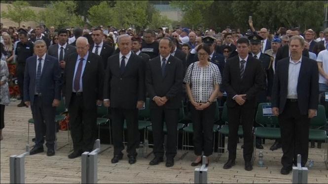 Israel+s%27atura+per+commemorar+l%27Holocaust