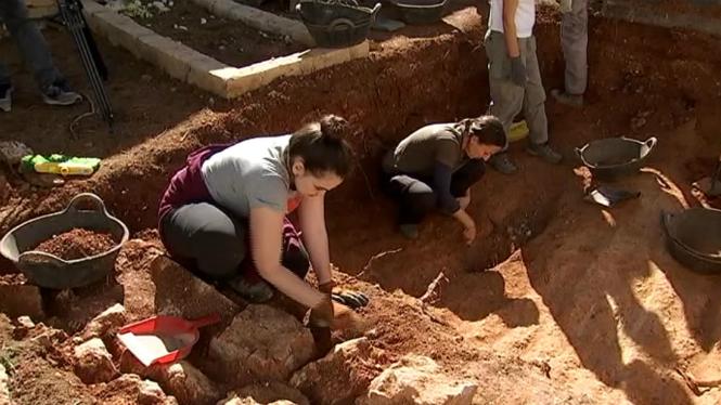 Les+exhumacions+a+la+fossa+del+Cementeri+Vell+d%26apos%3BEivissa+arriben+als+80cm+de+profunditat
