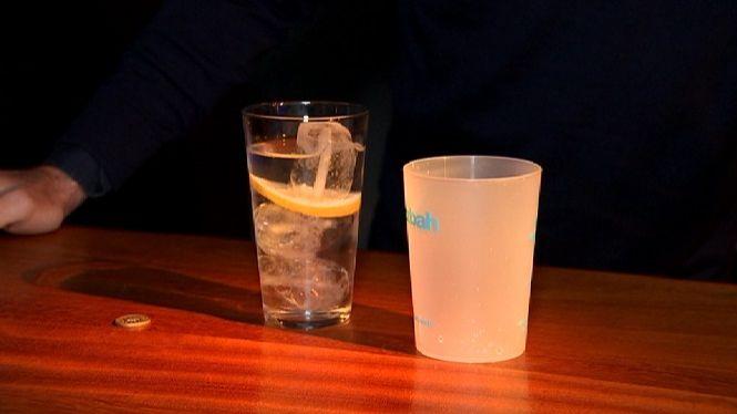 Bars+del+port+de+Ciutadella+distribueixen+gots+reutilitzables+per+evitar+l%27abocament+de+pl%C3%A0stics