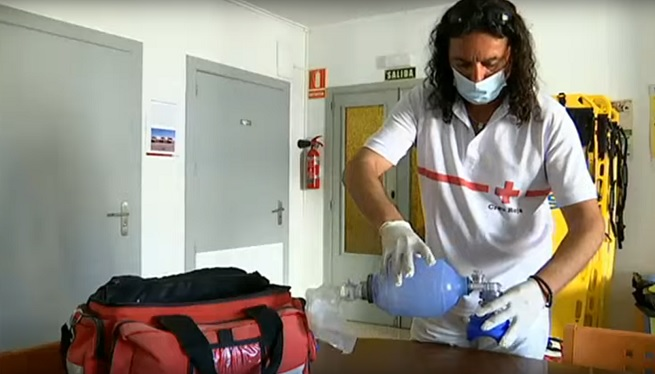 Els+socorristes+de+Creu+Roja+comen%C3%A7aran+a+treballar+el+juny