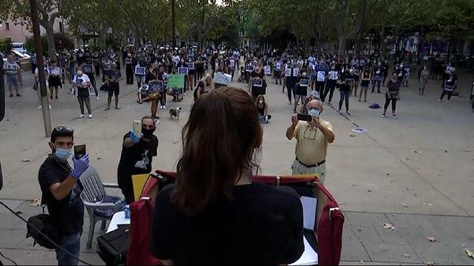 Unes+150+persones+es+concentren+en+protesta+per+la+mort+a+cops+del+moix+Grisito