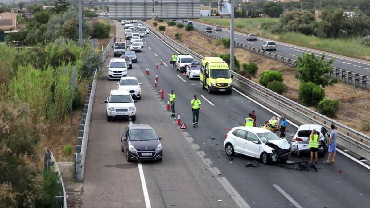 Un+accident+de+tr%C3%A0nsit+a+l%27autopista+de+Llucmajor+provoca+retencions+en+sentit+Palma