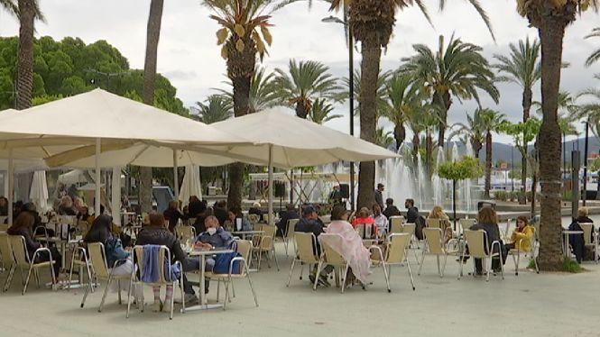 Primer+dia+d%27obertura+de+terrasses+al+vespre+a+Eivissa+amb+indignaci%C3%B3+del+sector