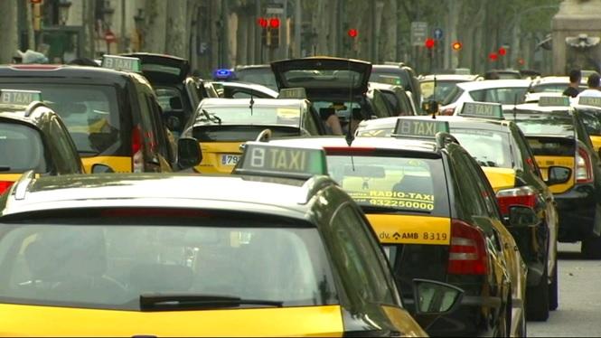 Els+taxistes+de+Barcelona+mantenen+la+vaga+indefinida