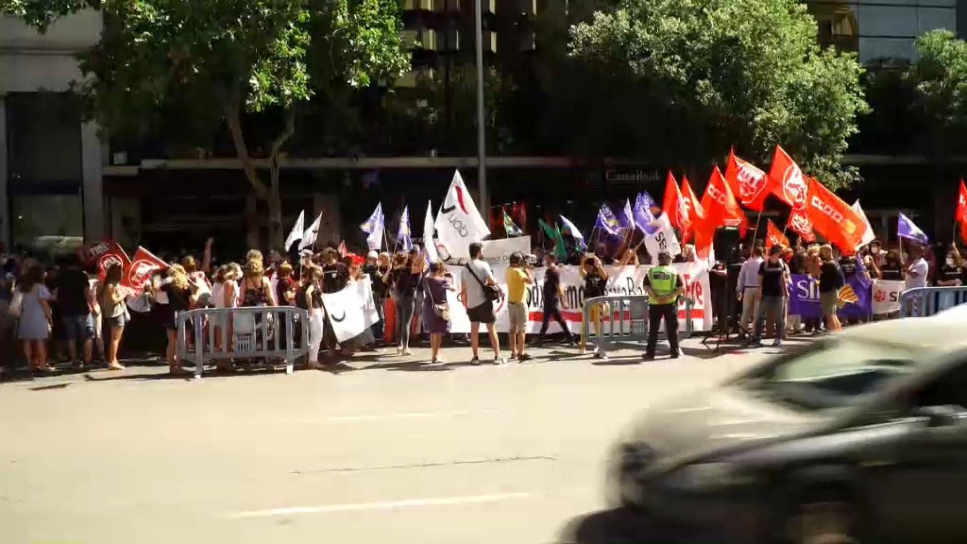300+treballadors+de+Caixabank+protesten+contra+l%27ERO