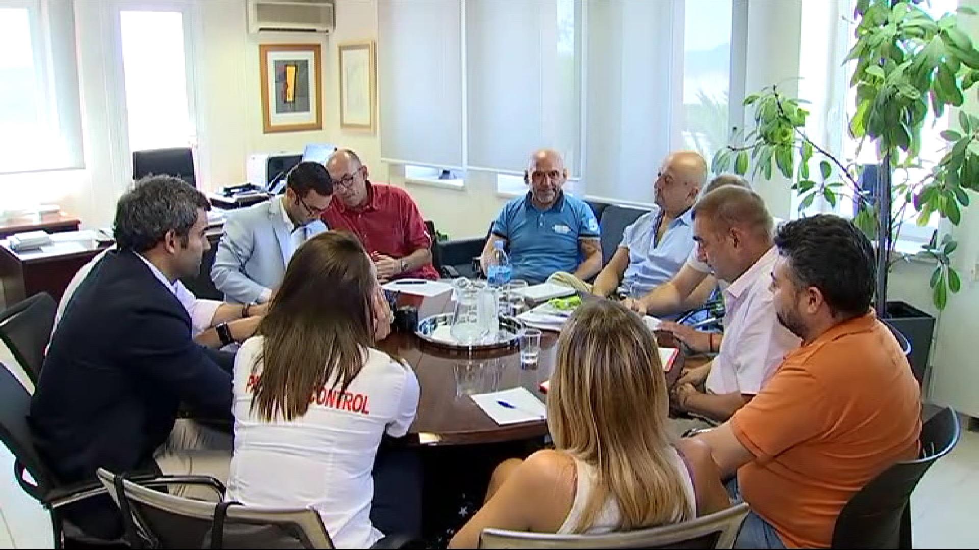 Els+treballadors+del+control+de+passaports+de+Son+Sant+Joan+voten+si+mantenen+la+vaga