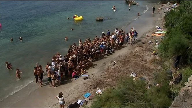 Veinats+de+Son+Servera+protesten+a+la+platja+des+Rajol%C3%AD+per+un+projecte+de+possible+ampliaci%C3%B3+al+Moll