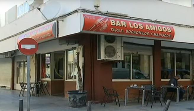 El+bar+%27Los+Amigos%27+de+Vila+tanca+les+seves+portes+despr%C3%A9s+de+50+anys