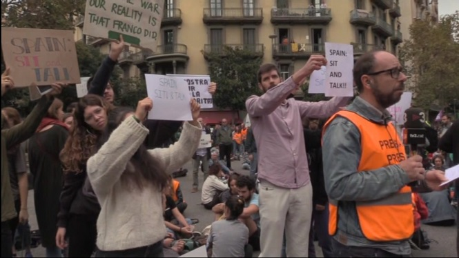 Protestes+contra+S%C3%A1nchez+a+la+seva+visita+a+Barcelona