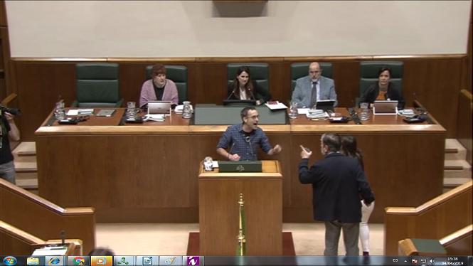 Tensi%C3%B3+al+Parlament+basc%3A+Bildu+diu+%26%238216%3Bnazis%27+a+representants+policials