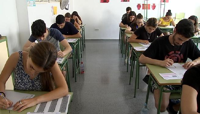 452+alumnes+piti%C3%BCsos+s%27enfronten+a+la+primera+jornada+de+la+selectivitat