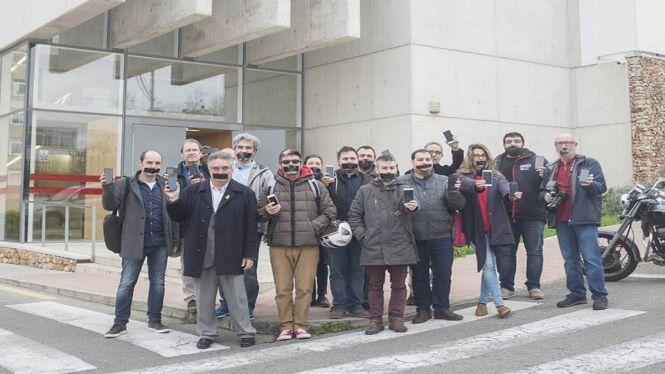 Concentracions+de+periodistes+a+Ma%C3%B3%2C+Palma+i+Formentera+en+defensa+de+la+protecci%C3%B3+de+les+fonts