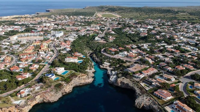 Els+hotelers+menorquins+acusen+l%27Estat+de+marginar+l%27illa+en+inversions+a+urbanitzacions
